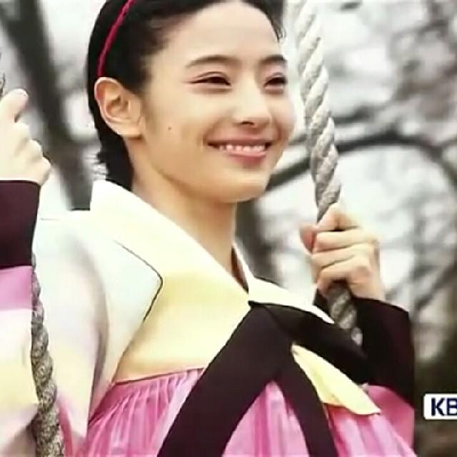 Chunhyang rides a swing (Cheosun Era)